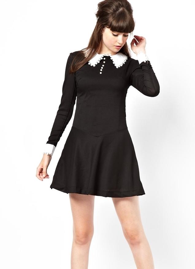 Платья черные с воротником