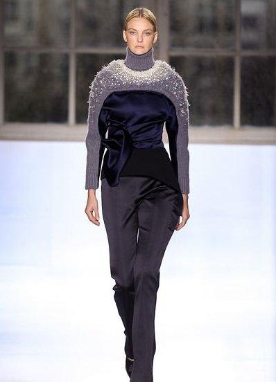 Теплые свитера женские