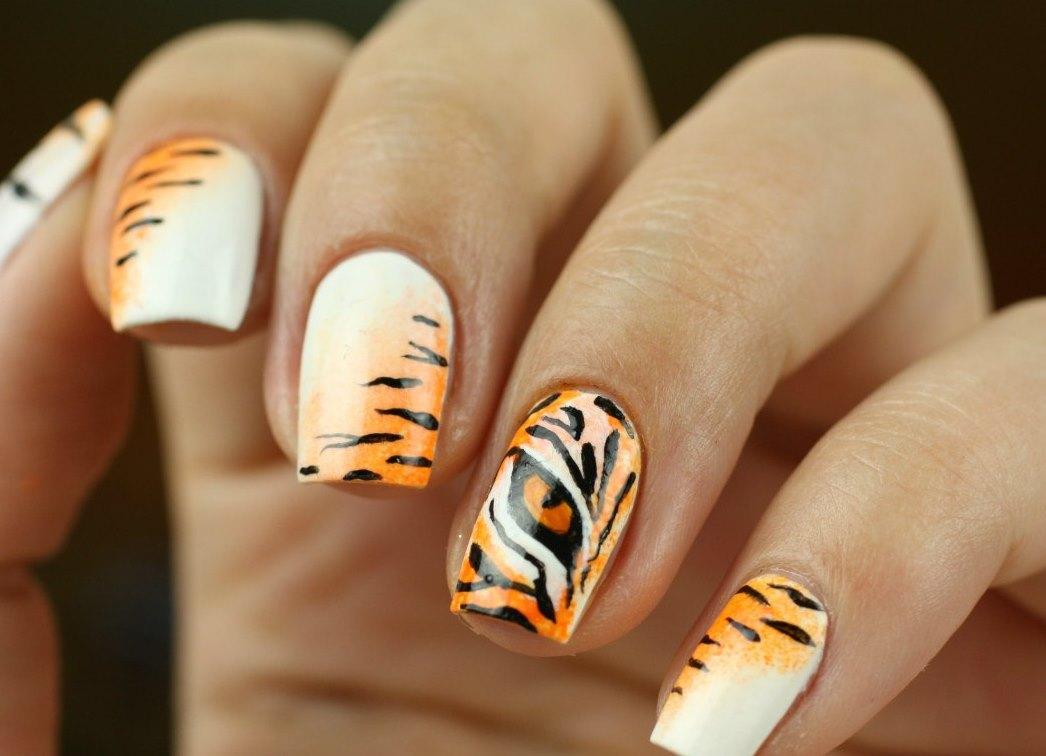 Тигров ногти дизайн