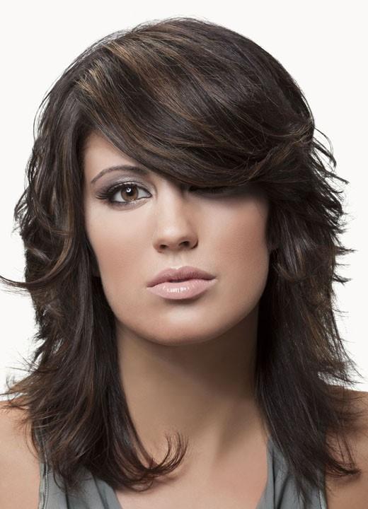 волосы одной длины с удлиненной челкой фото