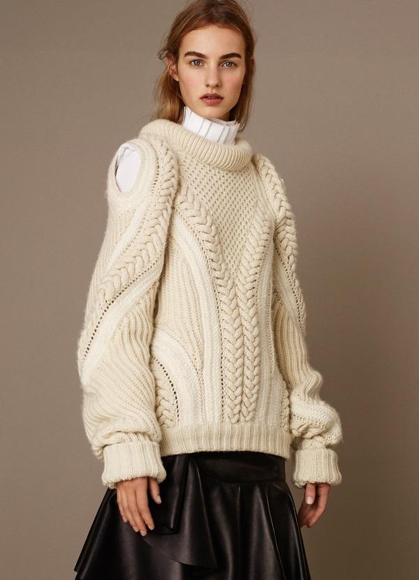 Белый свитер с горлом женский