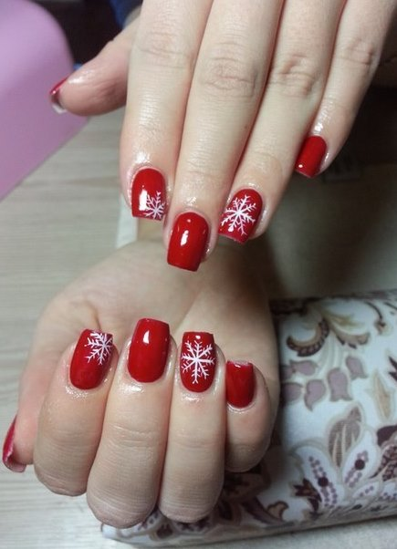 Красный маникюр на новый год короткие ногти
