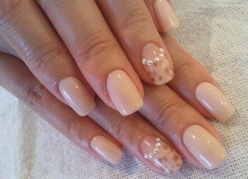 Дизайн ногтей в бежевом цвете фото