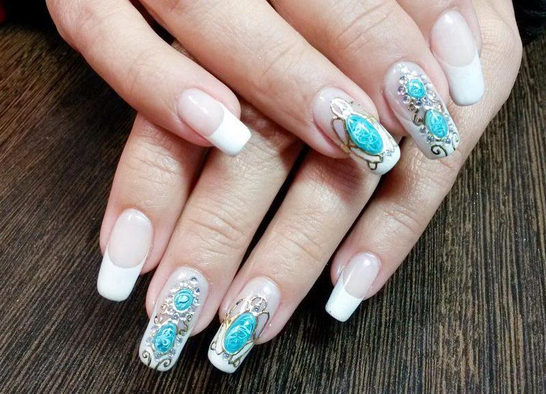 Литье на ногтях с камнями