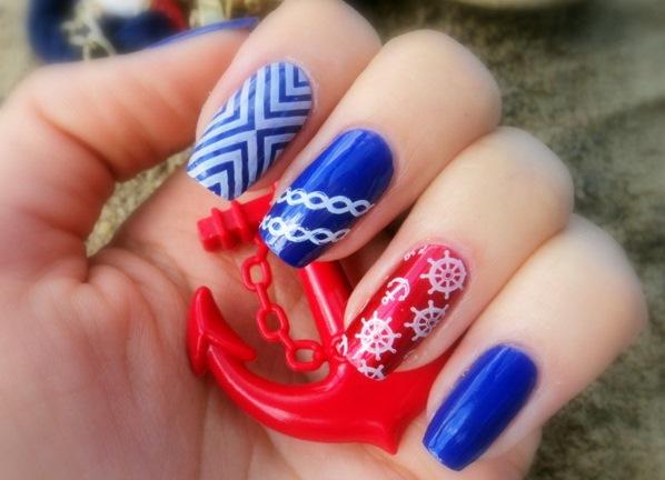 Красный и синий маникюр