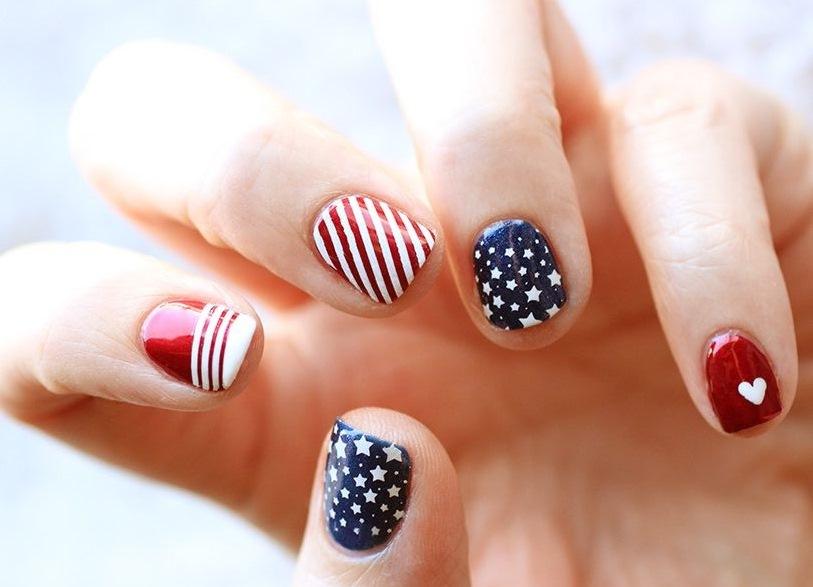 Дизайн ногтей сине красный