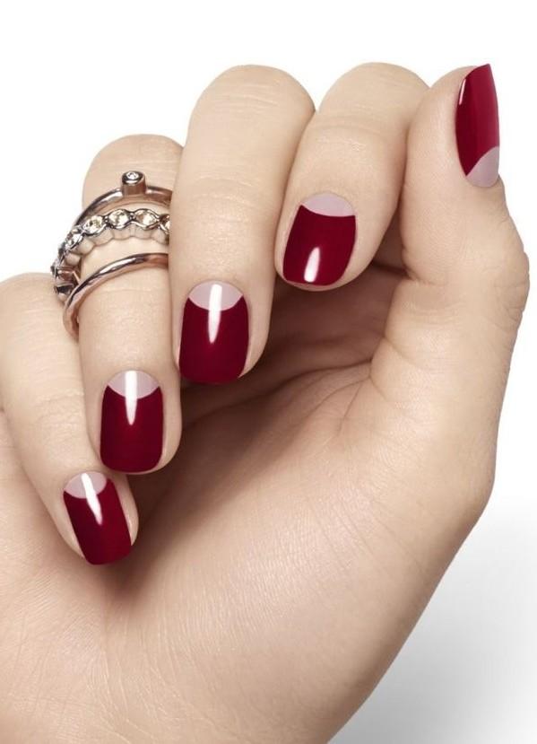 Бордовые ногти с лункой