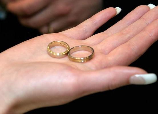 Обручальные кольца из белого золота санлайт