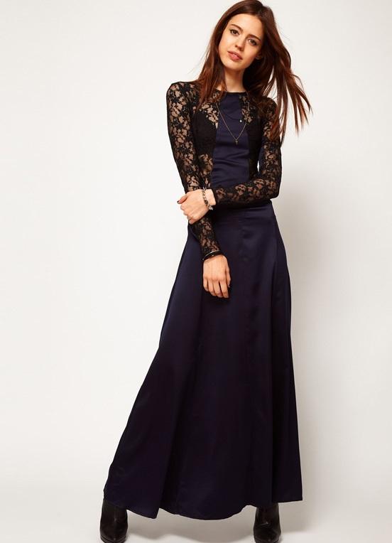 Платье синее с гипюром на рукавах