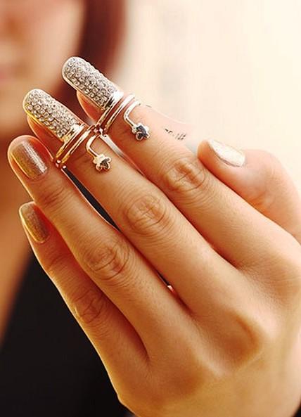 Если у девушки длинные пальца руки