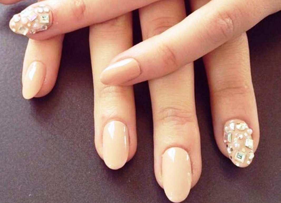 Дизайн ногтей телесного цвета
