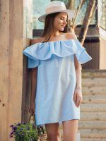 Платье со спущенными плечами воланом
