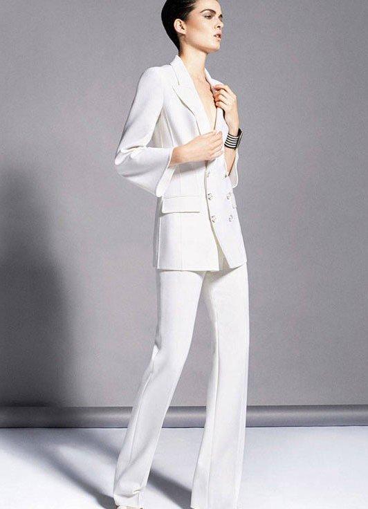 Белые женские костюмы на свадьбу