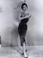 В какой стране изобретена юбка-карандаш?