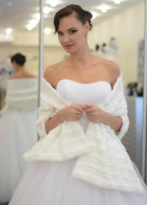 Свадебное платье одевать через