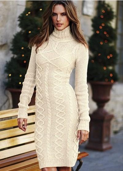 Короткое трикотажное платье-свитер