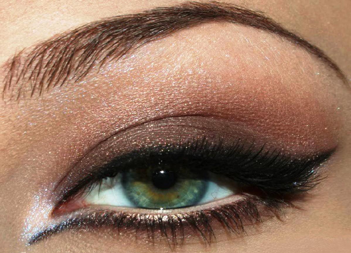 Макияж для серо-зеленых глаз и белых волос