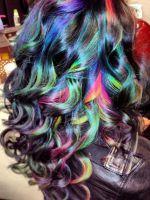 Фиолетовые пряди на русых волосах