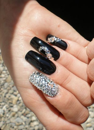Крошка сваровски на ногтях