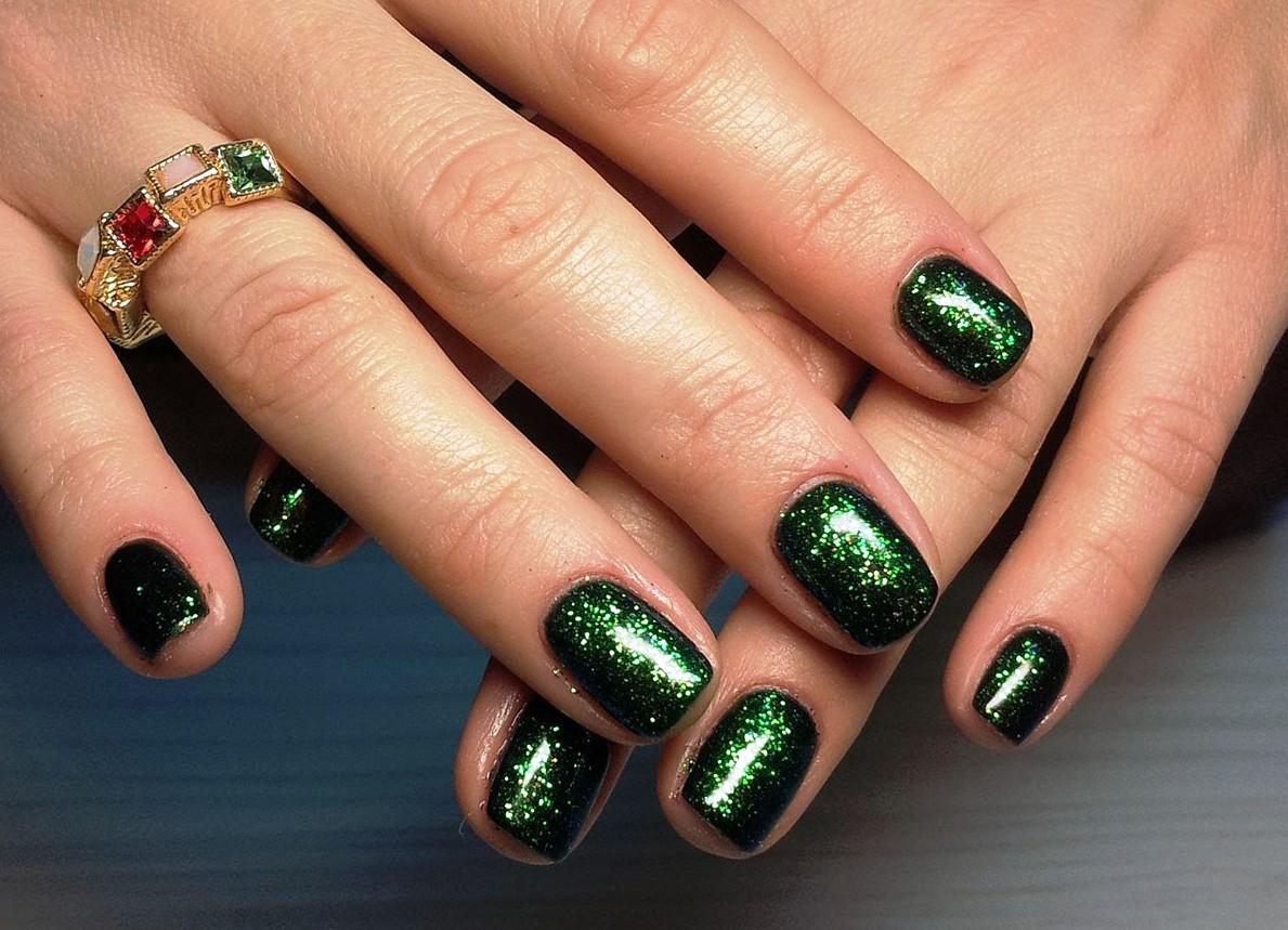 Дизайн ногтей в изумрудном цвете фото