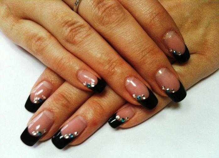 Нарощенные ногти с черным френчем