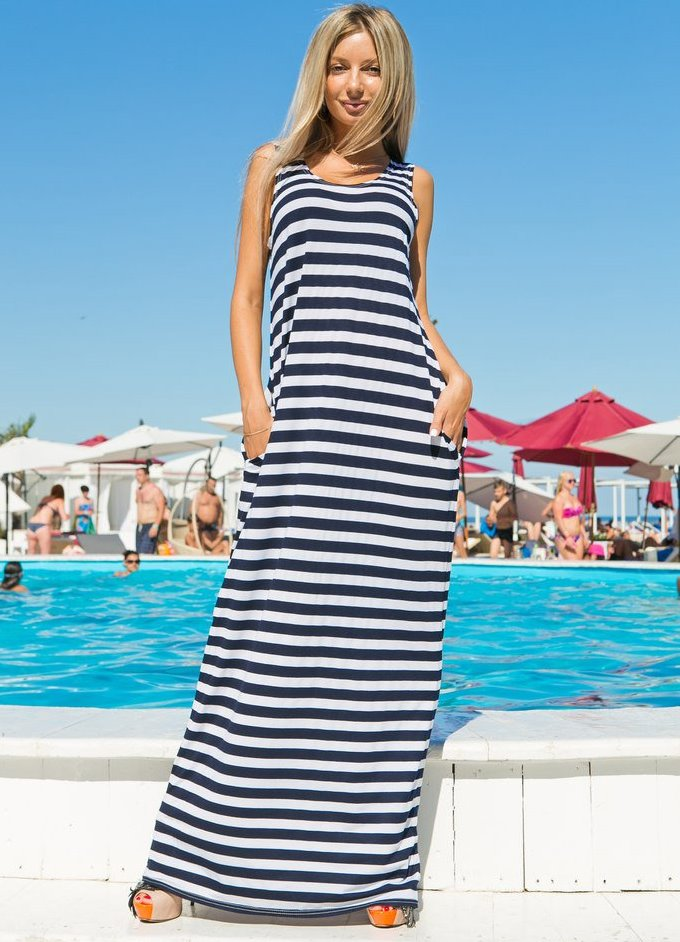 Длинное трикотажное платье в полоску