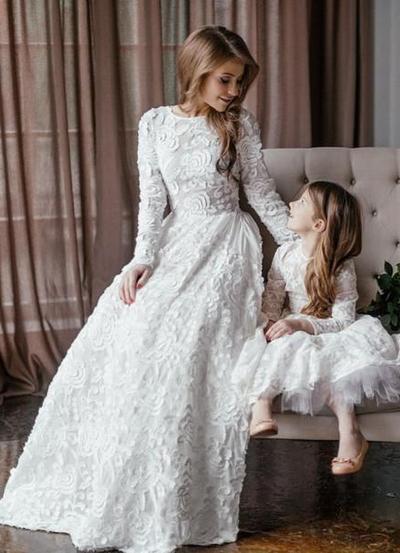 Одинаковые вечерние платья мамы и дочки