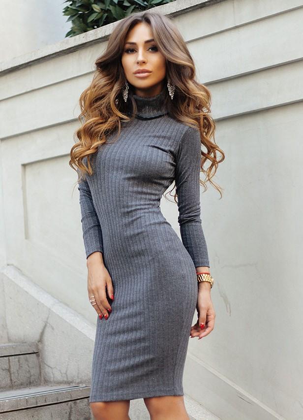 Платье ниже колена