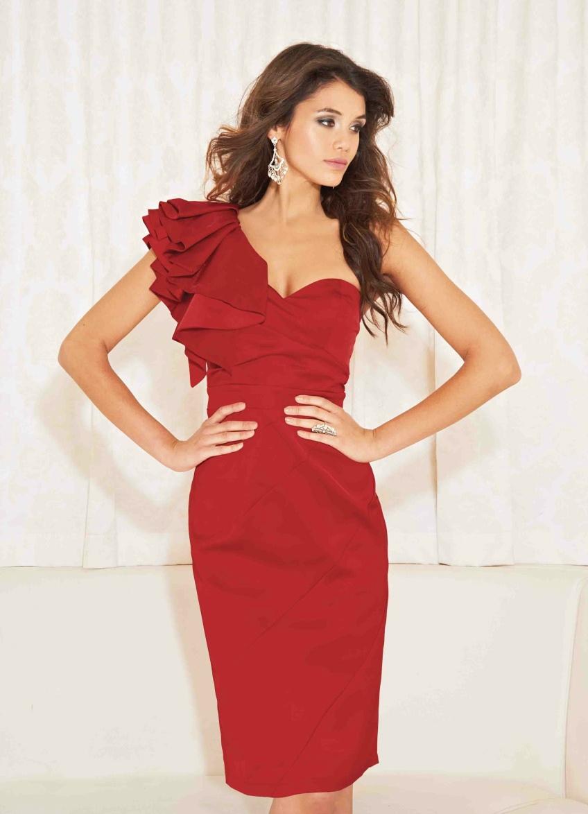 Платья на одно плече модели