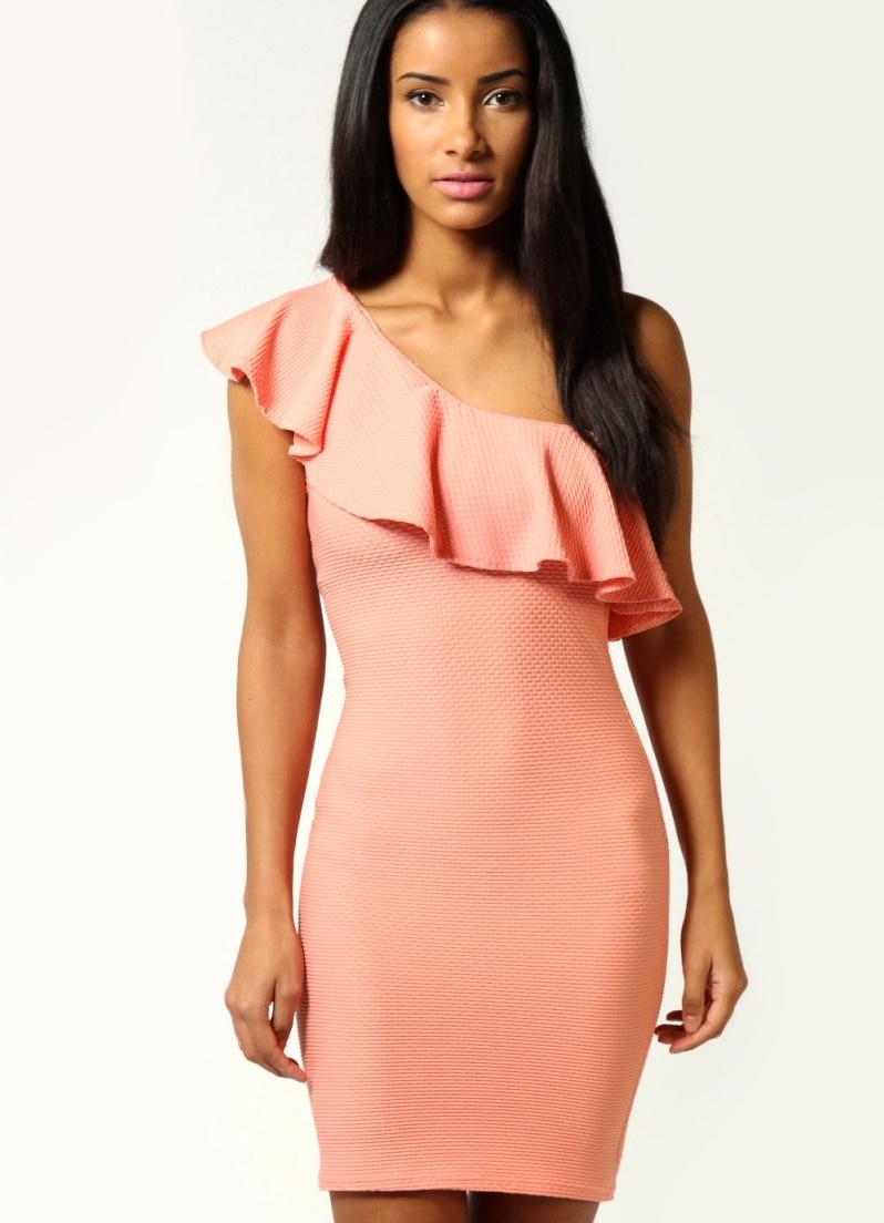 Платье через плечо