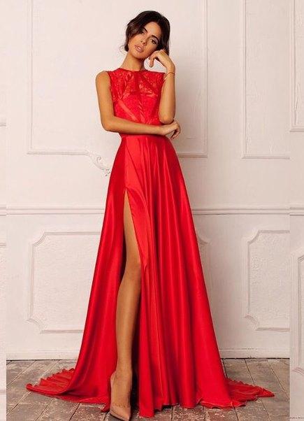 Платья длинные в пол с разрезом на ноге