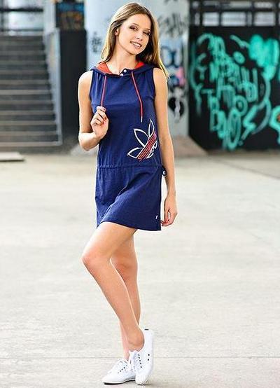 Платье спортивное с кедами фото
