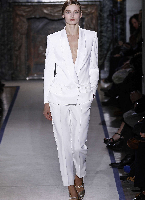 Белые костюмы женские