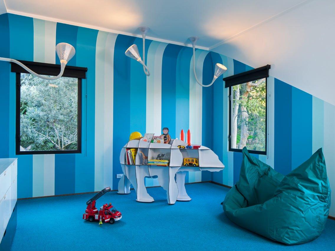 - Color azul verdoso para paredes ...