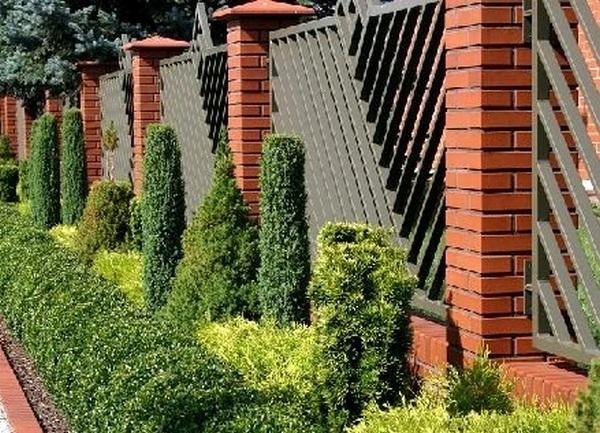 Дизайн заборов загородного дома