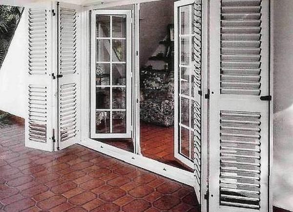 Жалюзийные двери.