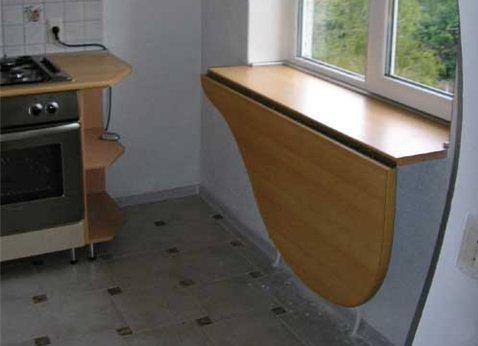 Подоконник-стол.
