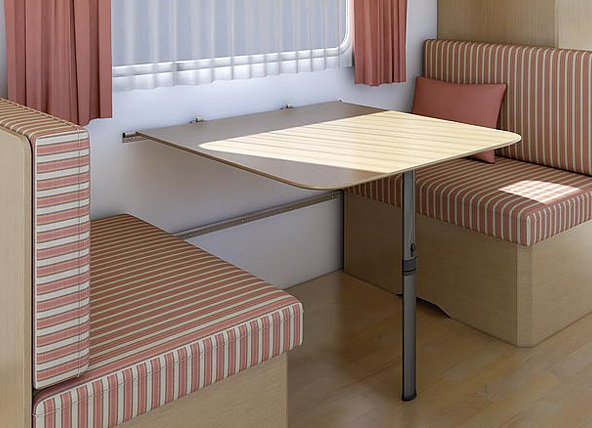 Маленький стол для кухни.