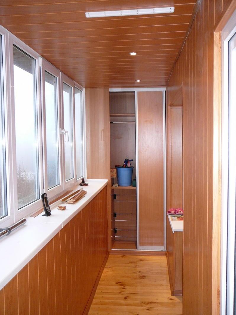 Встроенный шкаф на балкон.