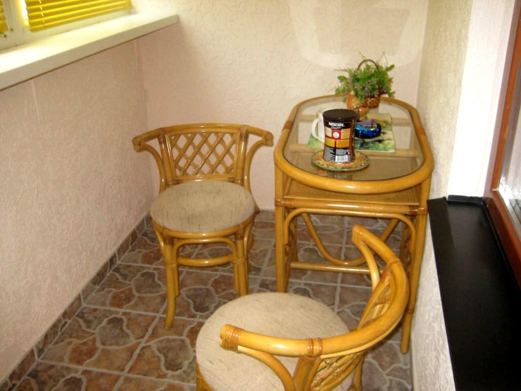 Какую мебель выбрать для лоджий и балконов? критерии выбора?.