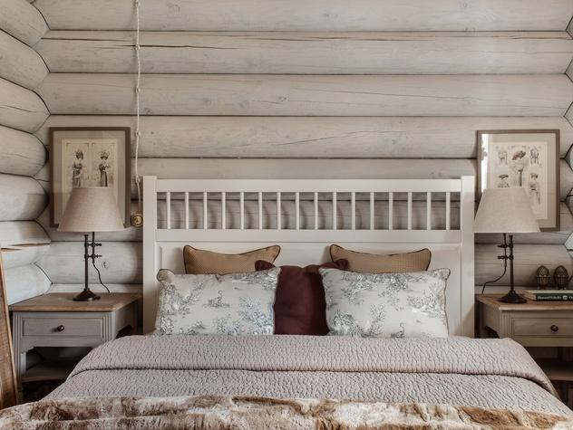 Дизайн спальни белой в деревянном доме