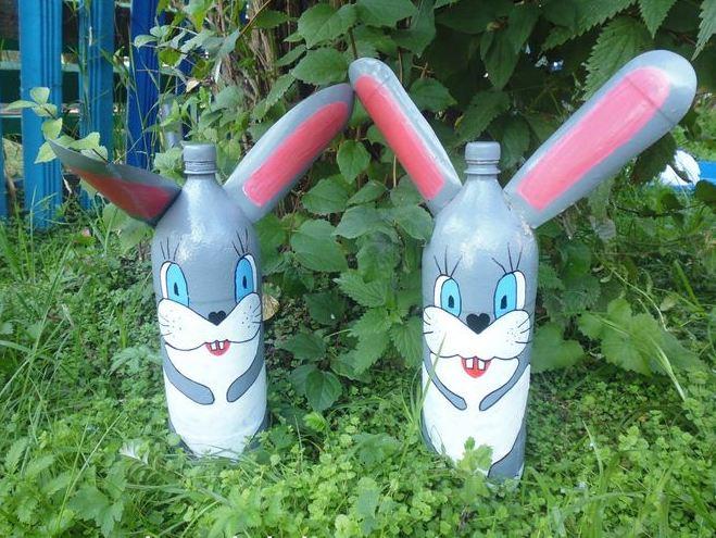 Как сделать зайца из пластиковых бутылок