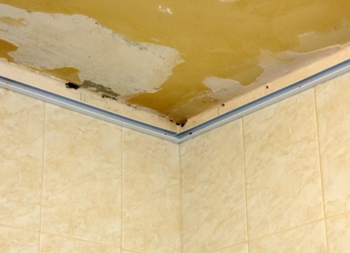 Подвесной потолок ванной реечный своими руками