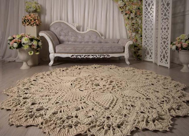 рельефные ковры из шнура плиткой декорируют