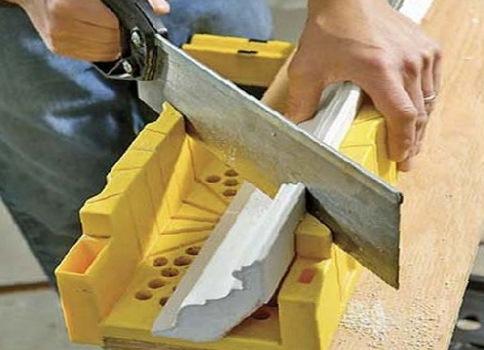 Потолочный плинтус клеить до и или после обоев