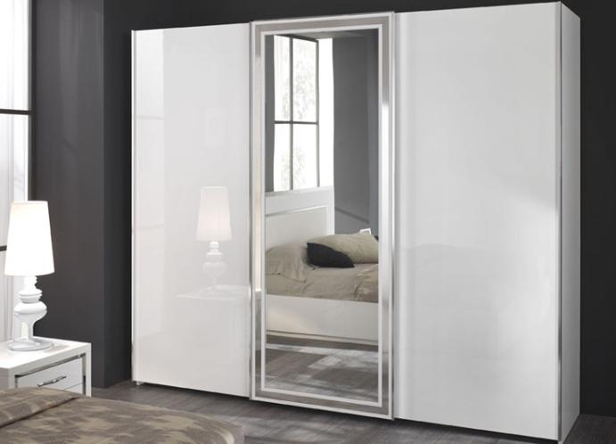 Шкаф купе с зеркалом.