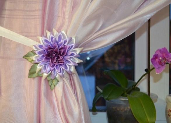 Цветы своими руками на шторы из лент