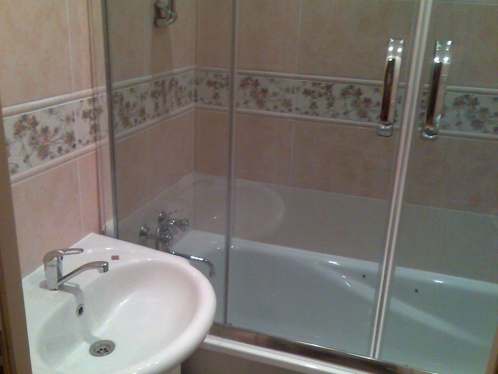 Стеклянный экран для ванной своими руками 29