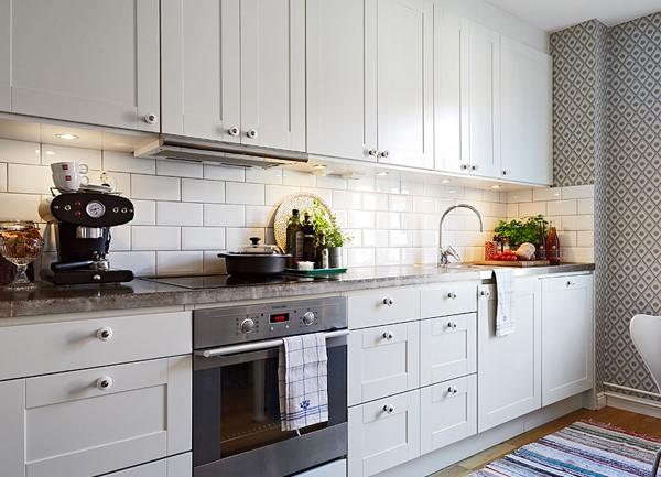 Кухонный гарнитур в белом цвете фото
