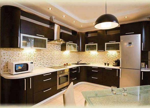 кухня с коричневым гарнитуром фото